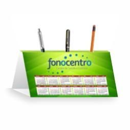 Calendário de Mesa c/ Porta Canetas | 4/0 | UV 1/0 Cartão Starlux 250g/m² 25x18 : 4x0 UV 1/0